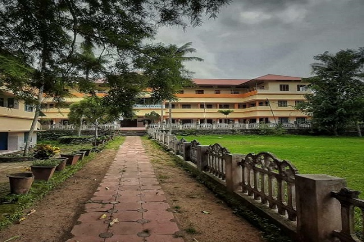 https://cache.careers360.mobi/media/colleges/social-media/media-gallery/29027/2020/6/22/Campus view of Mater Dei CMI College Pathanamthitta_Campus-view.jpg