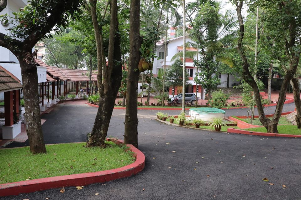 https://cache.careers360.mobi/media/colleges/social-media/media-gallery/29041/2020/6/22/Campus view of Bhavans College of Arts and Commerce Kochi_Campus-view.jpg