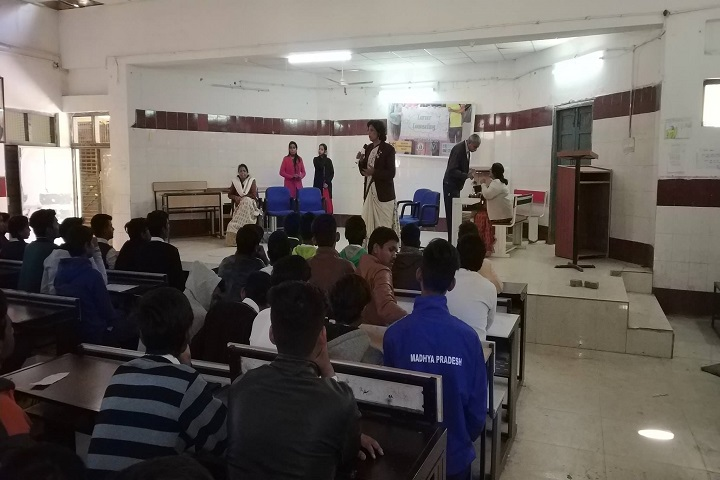 https://cache.careers360.mobi/media/colleges/social-media/media-gallery/29162/2020/5/21/Seminar of Fab Art Fashion Design Academy Bhopal_Others.jpg