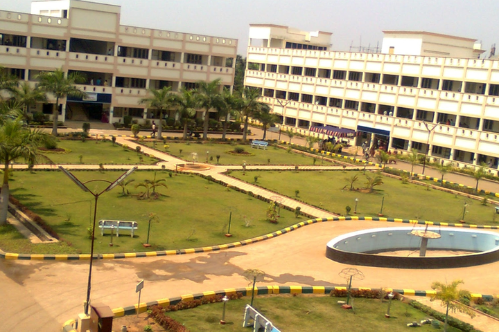 https://cache.careers360.mobi/media/colleges/social-media/media-gallery/2944/2020/9/10/Campus View fo Sri Vasavi Engineering College Tadepalligudem_Campus-View.png