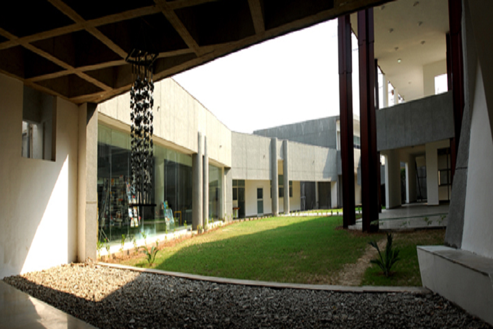 https://cache.careers360.mobi/media/colleges/social-media/media-gallery/29440/2020/3/16/Campus-View of National Institute of Design Ahmedabad Gandhinagar Campus_Campus-View.png