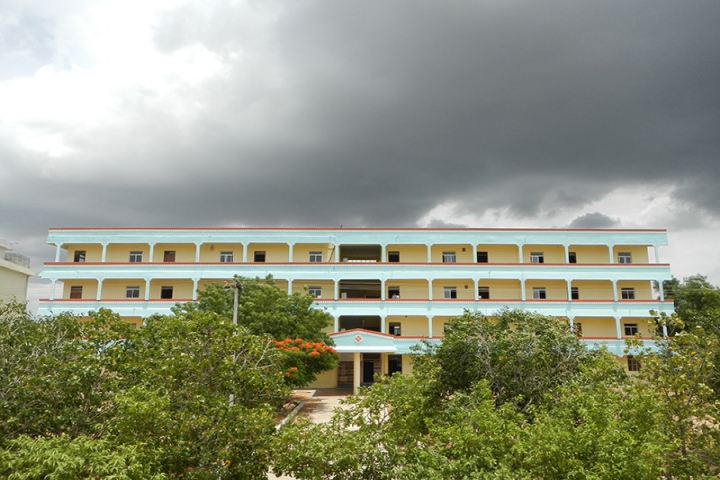 https://cache.careers360.mobi/media/colleges/social-media/media-gallery/2994/2018/9/24/Campus view of Sri Indu College of Engineering and Technology Ibrahimpatnam_Campus-view.JPG