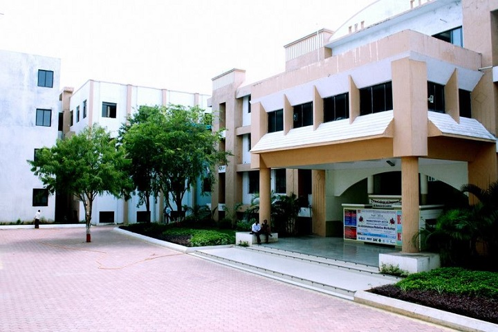 https://cache.careers360.mobi/media/colleges/social-media/media-gallery/3051/2018/10/23/Campus-View of SND College of Engineering and Research Centre, Nashik_Campus-View.jpg