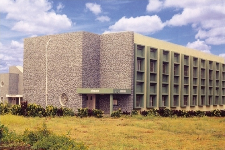 https://cache.careers360.mobi/media/colleges/social-media/media-gallery/3111/2018/10/15/Campus-View of Shri Tulja Bhavani College of Engineering Osmanabad_Campus-View.jpg