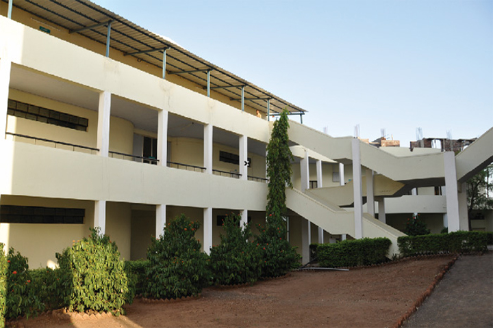 https://cache.careers360.mobi/media/colleges/social-media/media-gallery/3116/2019/3/27/Campus view of Jaywant College of Engineering and Management Sangli_Campus-view.jpg