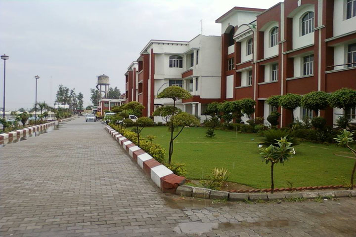 https://cache.careers360.mobi/media/colleges/social-media/media-gallery/3118/2019/4/3/Buliding of Sri Sai Institute of Engineering and Technology Amritsar_Campus-View.jpg
