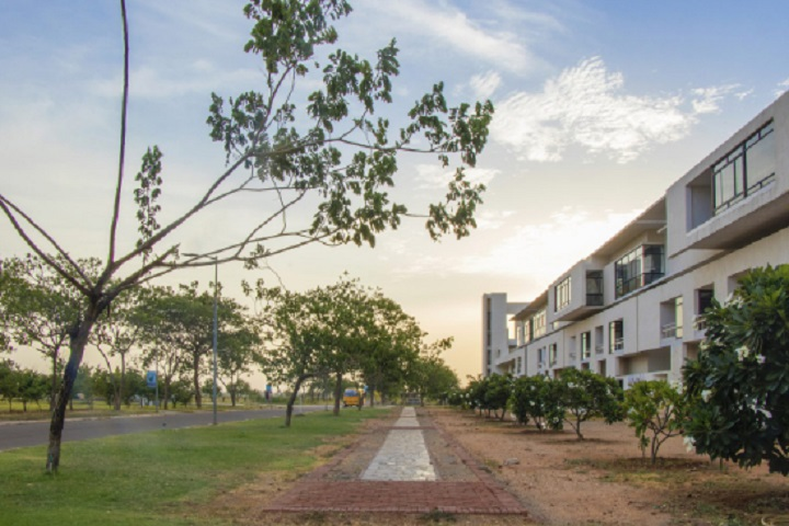 https://cache.careers360.mobi/media/colleges/social-media/media-gallery/31401/2020/10/6/Campus view of CARE College of Arts and Science Tiruchirappalli_Campus-View.jpg