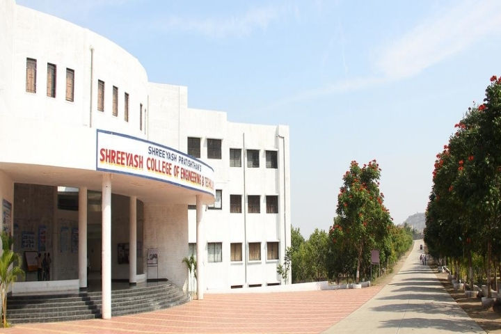 https://cache.careers360.mobi/media/colleges/social-media/media-gallery/3145/2019/3/27/Campus View of Shreeyash College of Engineering and Technology Aurangabad_Campus-View.jpg