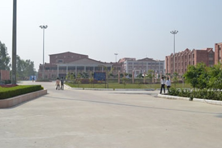https://cache.careers360.mobi/media/colleges/social-media/media-gallery/31510/2020/10/5/Campus view of Footwear Design and Development Institute Fursatganj_Campus-View.jpg