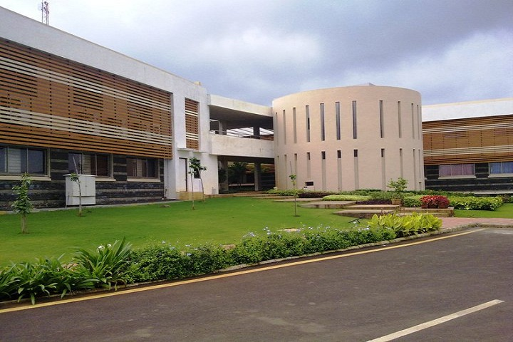 https://cache.careers360.mobi/media/colleges/social-media/media-gallery/3206/2018/10/14/Campus View of Sandip Institute of Technology and Research Center Nashik_Campus-View.jpg