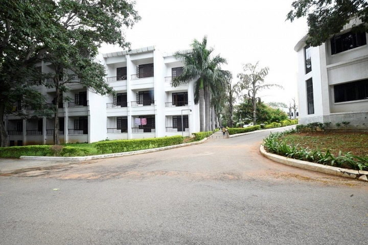 https://cache.careers360.mobi/media/colleges/social-media/media-gallery/32140/2020/10/12/Side view of Mahindra University Hyderabad_Campus-view.jpeg