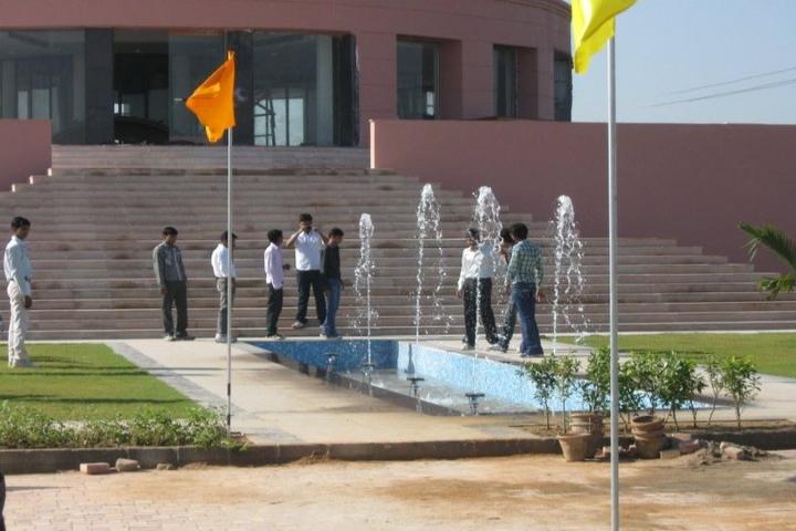 https://cache.careers360.mobi/media/colleges/social-media/media-gallery/3231/2018/8/2/Savera-Educational-Trust-Group-of-Institutions-Gurgaon-CAMPUS1.jpg