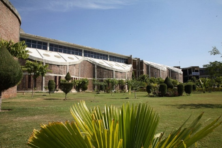 https://cache.careers360.mobi/media/colleges/social-media/media-gallery/3273/2019/3/19/College of Sankalchand Patel College of Engineering Visnagar_Campus-view.jpg