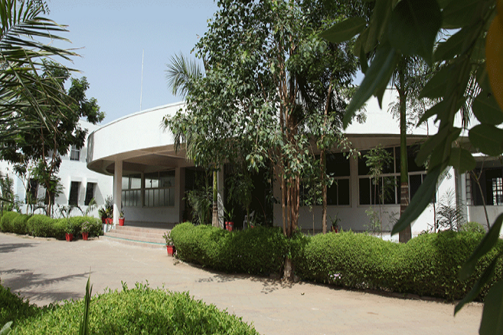 https://cache.careers360.mobi/media/colleges/social-media/media-gallery/3294/2018/10/29/Campus View of Sal Institute of Technology and Engineering Research Ahmedabad_Campus-view.png