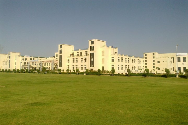 https://cache.careers360.mobi/media/colleges/social-media/media-gallery/331/2019/6/25/Campus View of ICFAI University Jaipur_Campus-View.jpg