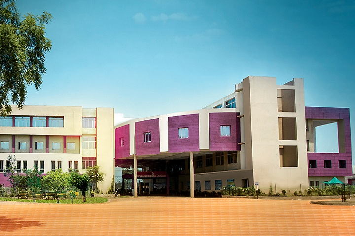 https://cache.careers360.mobi/media/colleges/social-media/media-gallery/3349/2019/7/2/Campus view of RSR Rungta College of Engineering and Technology Raipur_Campus-View.jpg