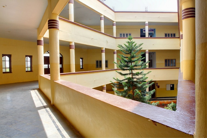 https://cache.careers360.mobi/media/colleges/social-media/media-gallery/3351/2018/10/25/College Building View of Royal Institute of Technology and Science Chevella_Campus-View.jpg