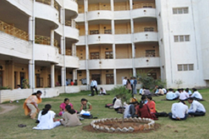 https://cache.careers360.mobi/media/colleges/social-media/media-gallery/3357/2019/3/14/College Building of Roland Institute of Technology Berhampur_Campus-View.jpg