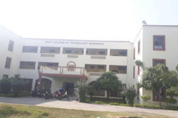 https://cache.careers360.mobi/media/colleges/social-media/media-gallery/3364/2019/4/1/College Building view of RKDF College of Technology and Research Bhopal_Campus-view.png