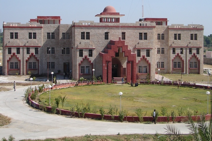 https://cache.careers360.mobi/media/colleges/social-media/media-gallery/337/2020/11/2/Campus View of Sangam University Bhilwara_Campus-View.jpg