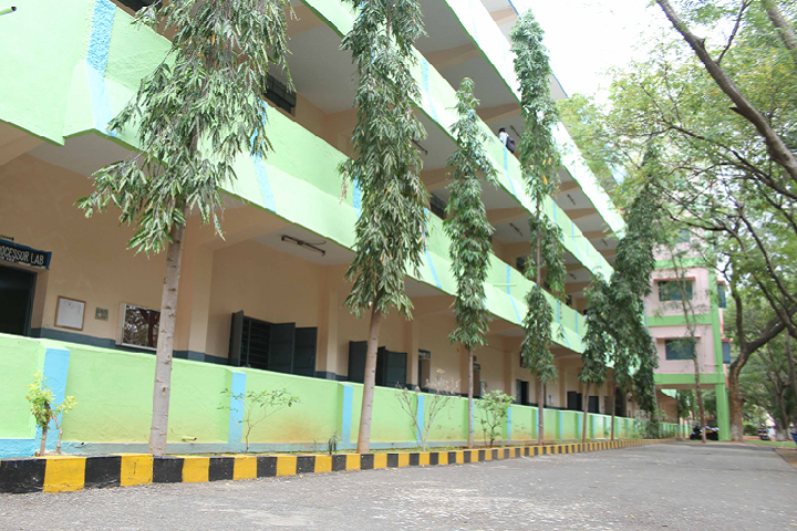 https://cache.careers360.mobi/media/colleges/social-media/media-gallery/3445/2019/2/26/Campus view of RVS School of Engineering and Technology Dindigul_Campus-view.png