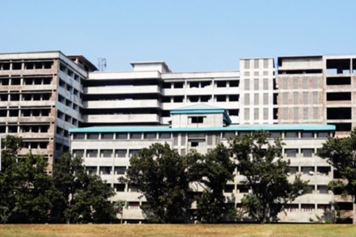 https://cache.careers360.mobi/media/colleges/social-media/media-gallery/3534/2019/4/1/Campus View of Pillais HOC College of Engineering and Technology Rasayani_Campus-view.png