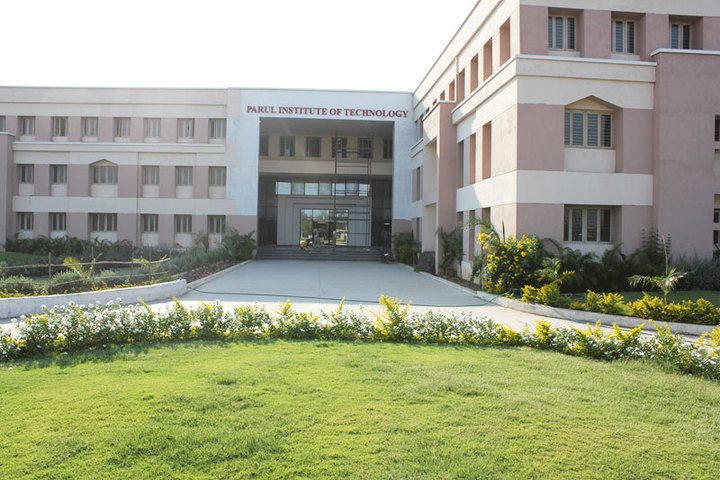 https://cache.careers360.mobi/media/colleges/social-media/media-gallery/3550/2018/10/2/Front view of Parul Institute of Technology Vadodara_Campus-View.jpg