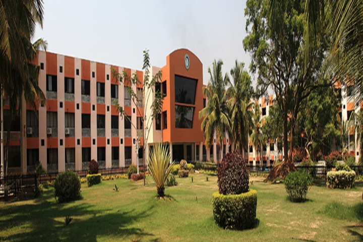 https://cache.careers360.mobi/media/colleges/social-media/media-gallery/3635/2019/3/19/Campus View of Nitte Meenakshi Institute of Technology Bangalore_Campus-View.jpg