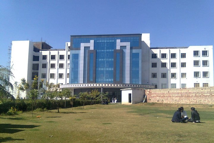 https://cache.careers360.mobi/media/colleges/social-media/media-gallery/3640/2019/1/7/Campus View of Nikhil Institute of Engineering and Management Mathura_Campus-View.jpg