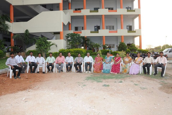 https://cache.careers360.mobi/media/colleges/social-media/media-gallery/3687/2018/10/29/Campus View of Nalgonda Institute of Technology and Science Nalgonda_Campus-View.jpg