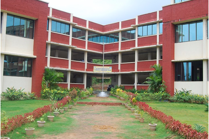 https://cache.careers360.mobi/media/colleges/social-media/media-gallery/3753/2019/3/26/College View of Metropolitan Institute of Technology and Management Sindhudurg_Campus-View.jpg