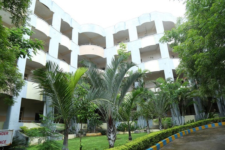 https://cache.careers360.mobi/media/colleges/social-media/media-gallery/3824/2019/3/28/College Building View of Malla Reddy Engineering College Hyderabad_Campus-View.jpg