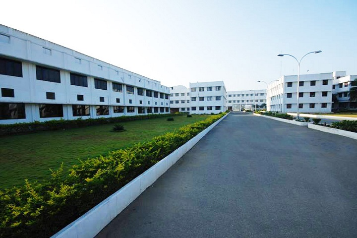 https://cache.careers360.mobi/media/colleges/social-media/media-gallery/3839/2019/3/11/Campus view of Mahendra Engineering College for Women Tiruchengode_Campus-View.jpg