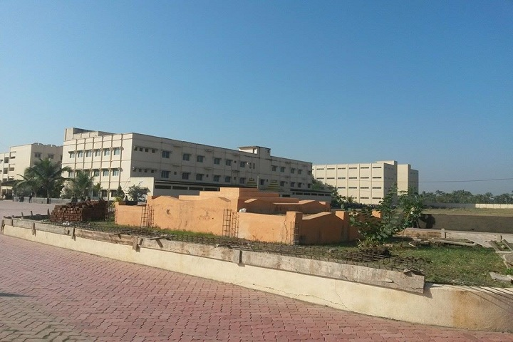 https://cache.careers360.mobi/media/colleges/social-media/media-gallery/3847/2019/2/16/Campus view of Mahatma Gandhi Institute of Technical Education and Research Centre Navsari_Campus-View.jpg