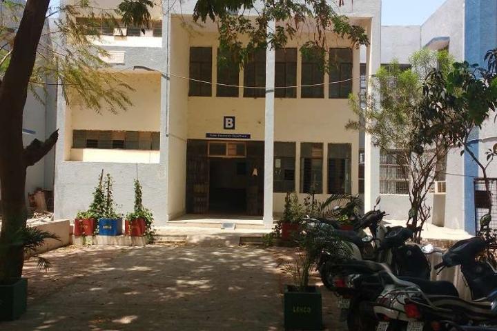https://cache.careers360.mobi/media/colleges/social-media/media-gallery/3908/2018/8/23/Lukhdhirji-Engineering-College-Morbi4.jpg
