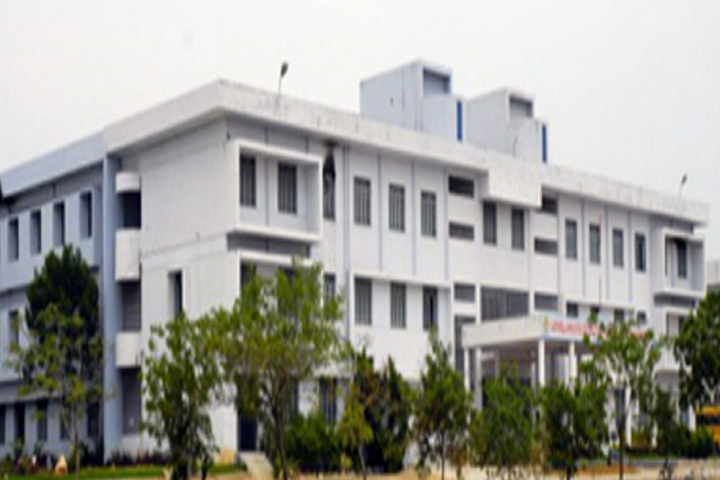 https://cache.careers360.mobi/media/colleges/social-media/media-gallery/3914/2019/3/1/Campus view of Loyola Institute of Technology and Management Guntur_Campus-View.png