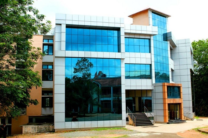 https://cache.careers360.mobi/media/colleges/social-media/media-gallery/3917/2019/3/8/Campus View of Lourdes Matha College of Science and Technology Thiruvananthapuram_Campus-View.jpg