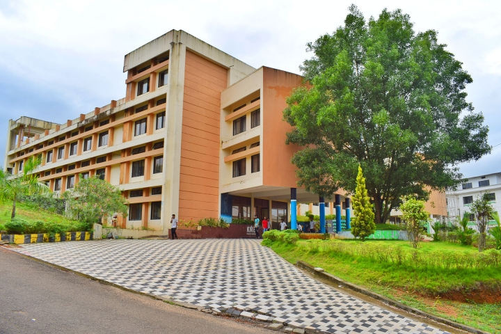 https://cache.careers360.mobi/media/colleges/social-media/media-gallery/3983/2018/9/29/Campus View of KMEA Engineering College Ernakulam_Campus-View.jpg