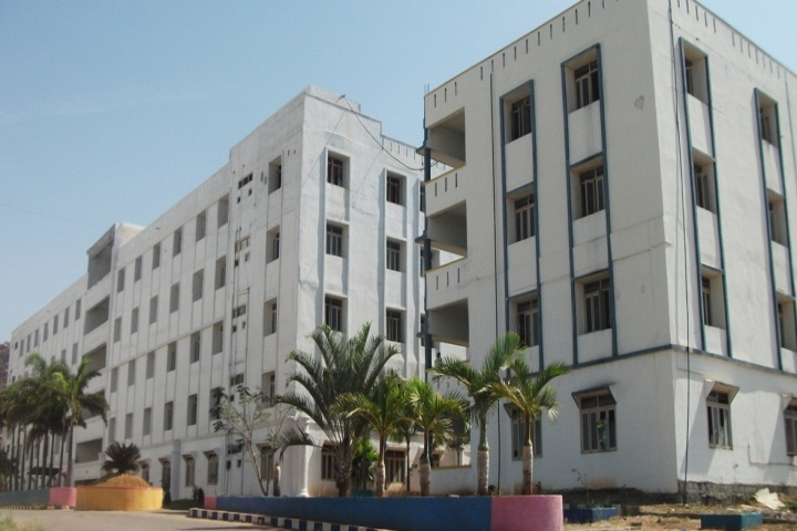 https://cache.careers360.mobi/media/colleges/social-media/media-gallery/4019/2018/10/25/Campus View of Kasireddy Narayan Reddy College of Engineering and Research Hayathnagar_Campus-View.jpg