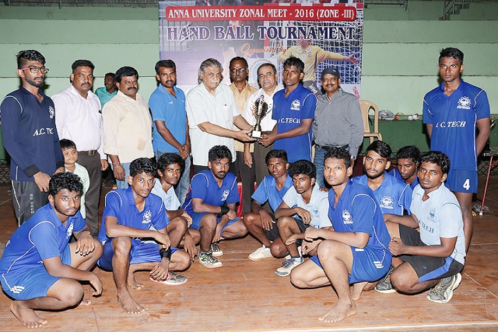 https://cache.careers360.mobi/media/colleges/social-media/media-gallery/4136/2019/3/8/Sports of Jawahar Engineering College, Chennai_Sports.jpg