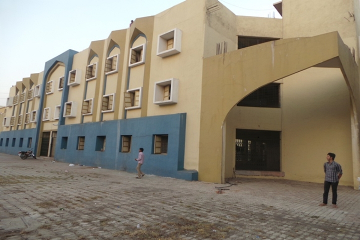 https://cache.careers360.mobi/media/colleges/social-media/media-gallery/4142/2019/4/4/College Campus of Jamia Institute of Engineering and Management Studies Nandurbar_Campus-view.JPG