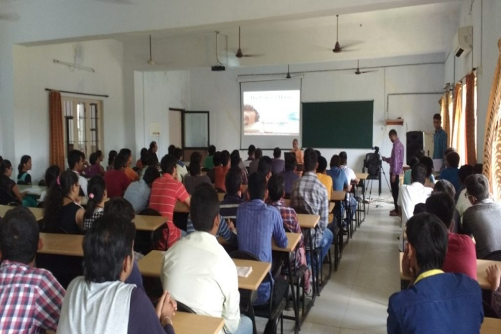 https://cache.careers360.mobi/media/colleges/social-media/media-gallery/4174/2018/9/4/Classroom of Ipcowala Institute of Engineering and Technology Anand_classroom.jpg