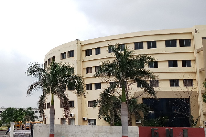 https://cache.careers360.mobi/media/colleges/social-media/media-gallery/4315/2019/3/1/College View of Guru Nanak Institute of Engineering and Technology Nagpur_Campus-View.jpg