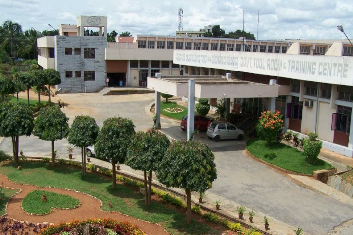 https://cache.careers360.mobi/media/colleges/social-media/media-gallery/4335/2020/8/25/Campus View of Government Tool Room and Training Centre Bangalore_Campus-View.jpg