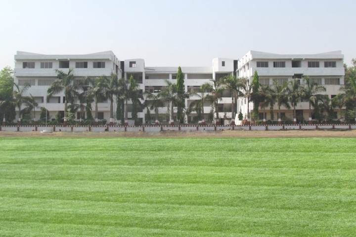 https://cache.careers360.mobi/media/colleges/social-media/media-gallery/4384/2019/3/28/Campus view of Godavari College of Engineering Jalgaon_Campus-view.jpg