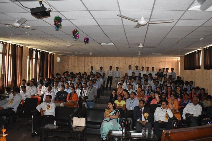 https://cache.careers360.mobi/media/colleges/social-media/media-gallery/4419/2019/7/17/Auditorium of Geeta Engineering College Panipat_Auditorium.jpg
