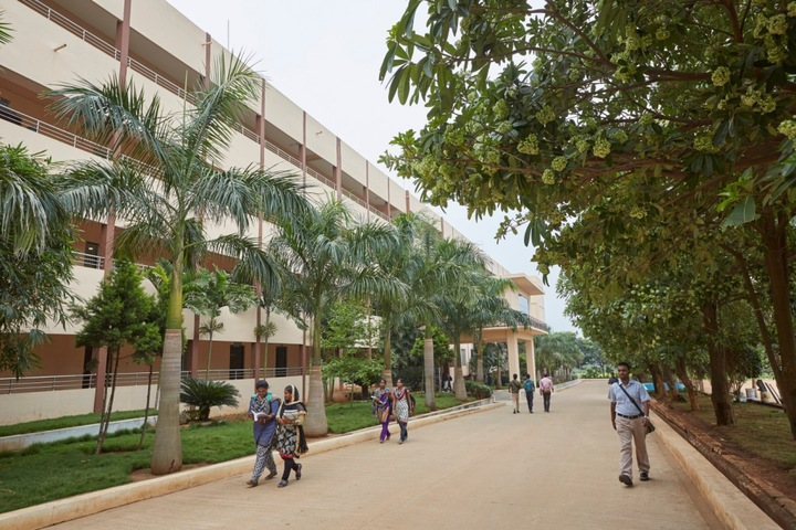 https://cache.careers360.mobi/media/colleges/social-media/media-gallery/4581/2019/5/27/Campus-View of Dhanalakshmi Srinivasan College of Engineering, Coimbatore_Campus-View.jpg