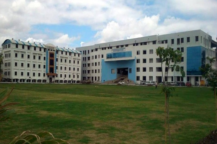 https://cache.careers360.mobi/media/colleges/social-media/media-gallery/4595/2018/11/8/Campus view of Deogiri Institute of Engineering and Management Studies Aurangabad_Campus-view.jpg