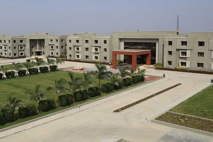 https://cache.careers360.mobi/media/colleges/social-media/media-gallery/4611/2019/4/2/Campus view of Darshan Institute of Engineering and Technology Rajkot_Campus-View.JPG