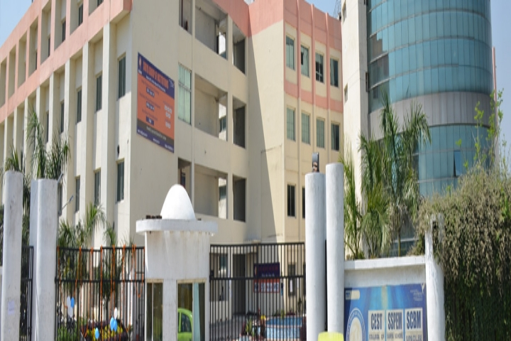 https://cache.careers360.mobi/media/colleges/social-media/media-gallery/4642/2018/9/17/Campus View of College of Engineering Science and Technology, Lucknow_Campus-View.jpg